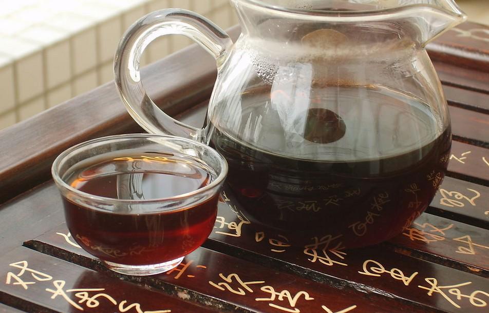 二,功夫茶的喝法:用功夫茶具,按照功夫茶的泡饮方法饮用.
