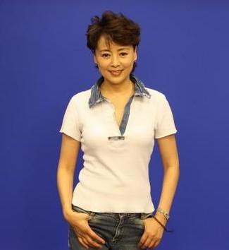 演员张瑜的素颜照片
