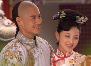 深宫谍影 剧照以丹要嫁给塔尔了,皇太后给她准备了嫁衣和丰厚的陪图片