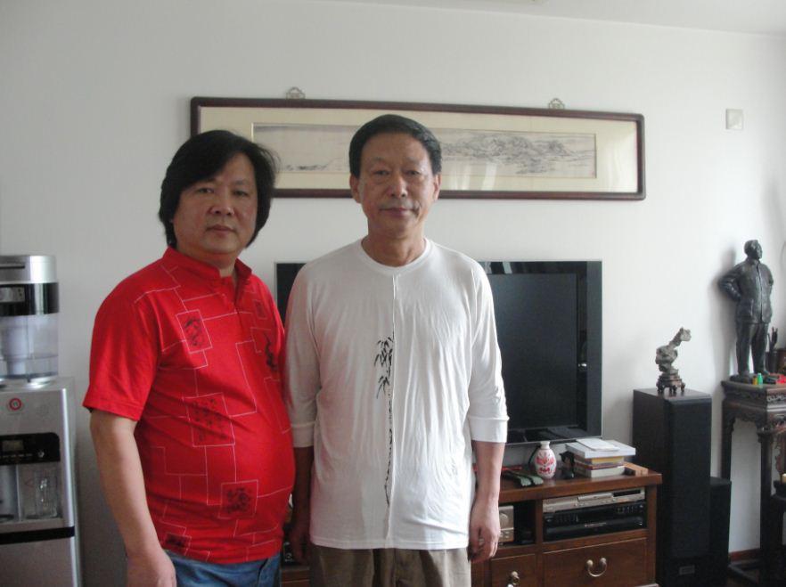 与老师吴悦石合影