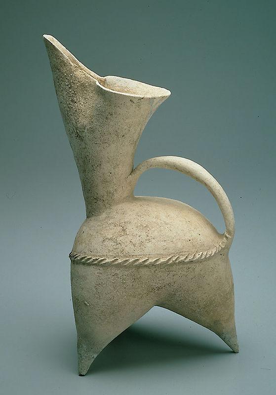 新石器时代晚期前段大汶口文化晚期白陶鬶