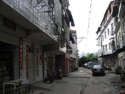 乡村古老街道手绘风