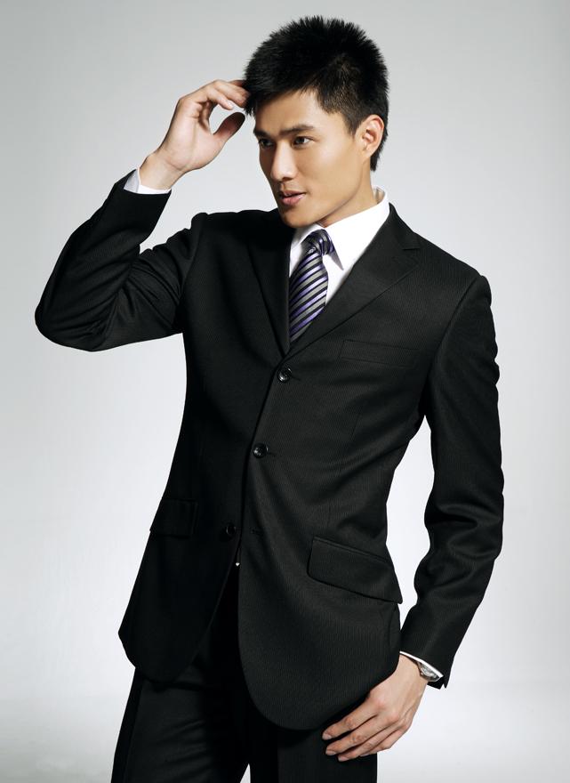 """西装广义指西式服装,是相对于""""中式服装""""而言的"""
