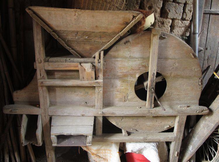 瘪粒,秸杆屑等的木制传统农具.