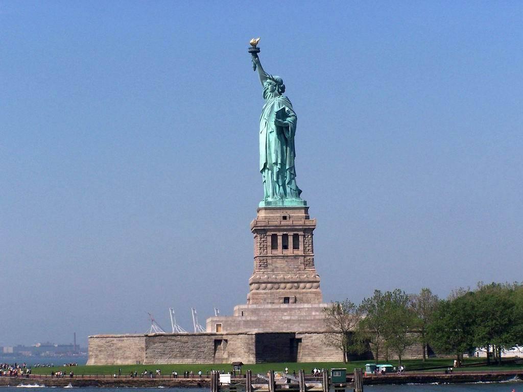 美是自由的象征_美国梦的象征——自由女神像