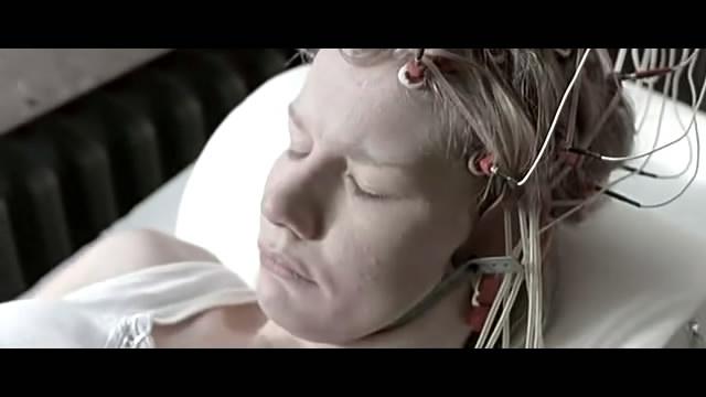 虽然michaela klinger (桑德拉·惠勒饰)已经忍受多年病痛的折磨图片
