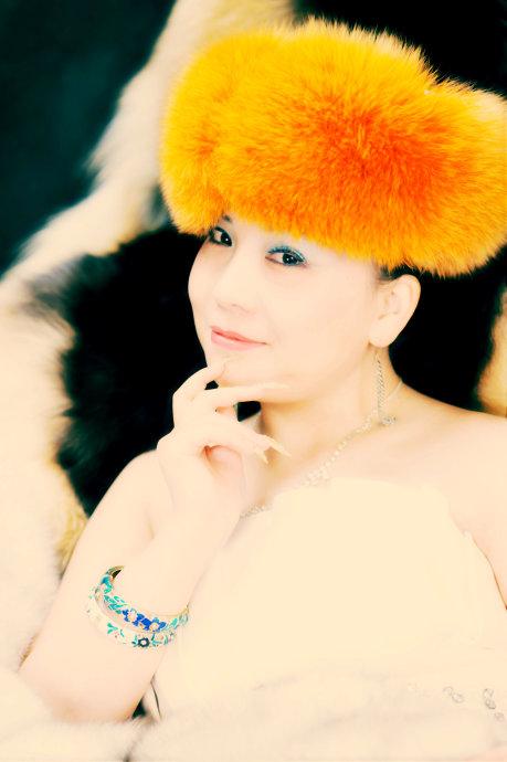王琳(中国手模特第一人)