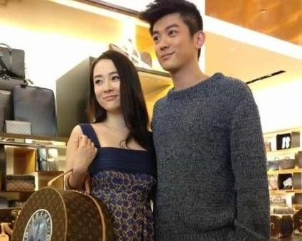 此前参演过《白银帝国》《艰难爱情》等影视作品的杜江,在2012年热播