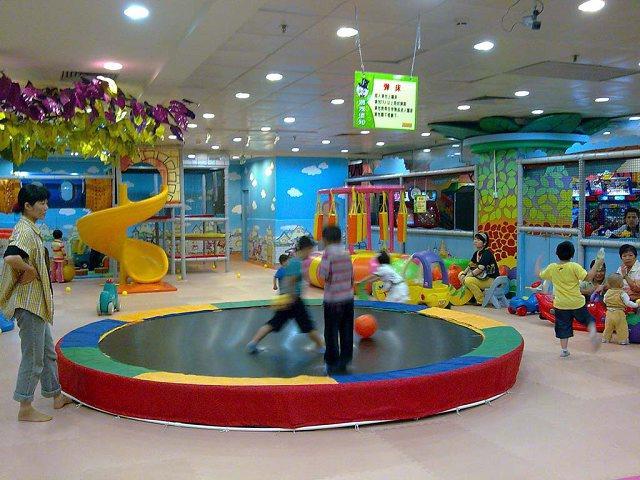 儿童 乐园 传统 的 儿童 乐园 有 两种 类型 一类 是