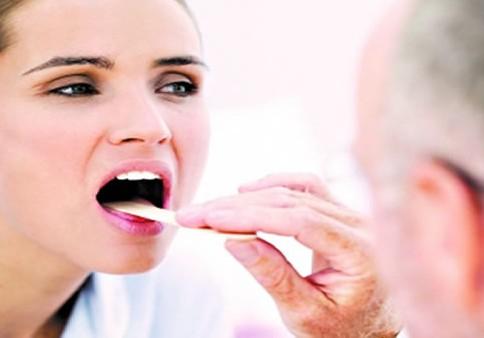 喉咙有异物感_喉咙有白色异物图片_喉咙有异