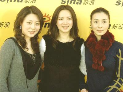 演员徐爽(左)、何晴(中)、潘晓莉(右)