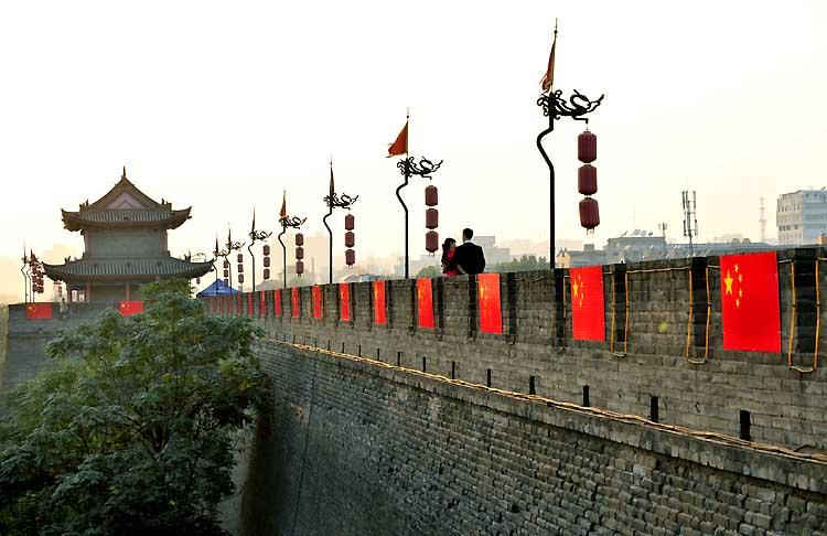 2004年西安城墙作为古城复兴计划的载体,正逐步成为西安历史文化的一