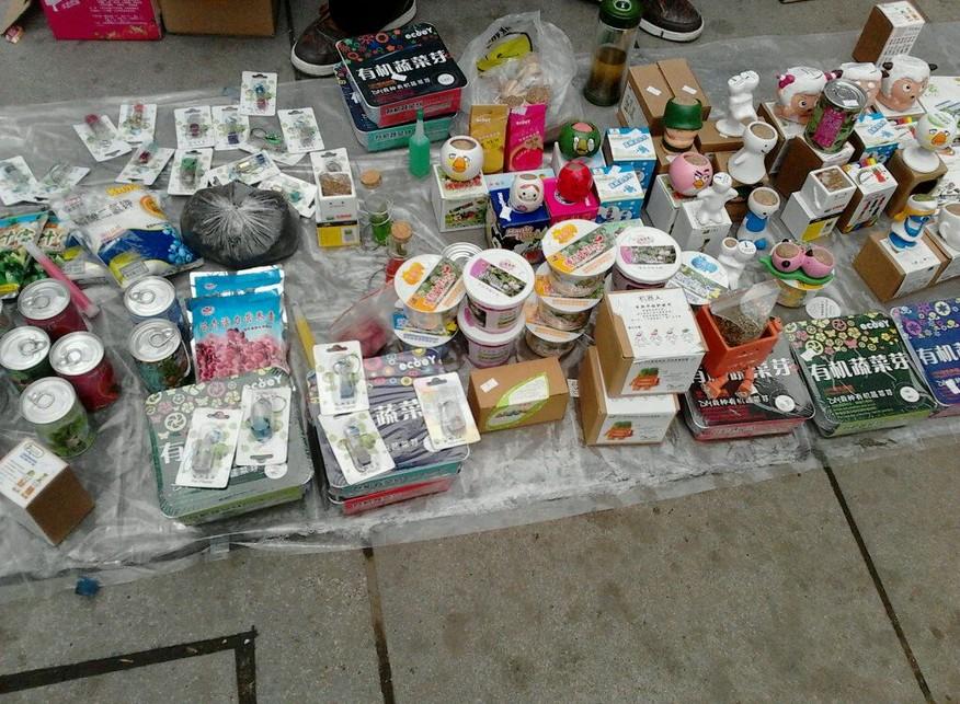 摆地摊卖小饰品_摆地摊卖饰品问题。。。。。?_