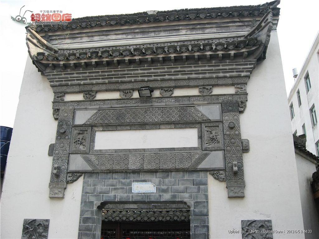结构和利用上,造型丰富,讲究韵律美,以马头墙,小青瓦最有特色;在建筑