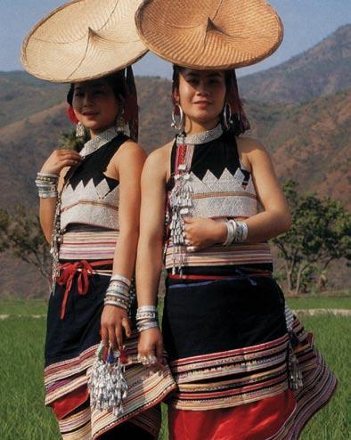 傣族年轻女子服饰