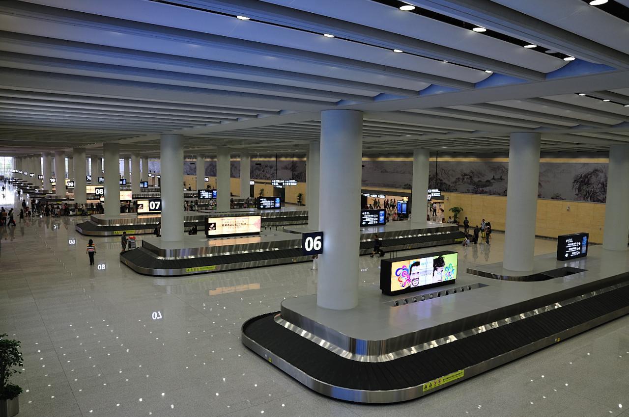 738根幕墙柱及12根t型柱组成了昆明长水国际机场航站楼主体钢结构工程