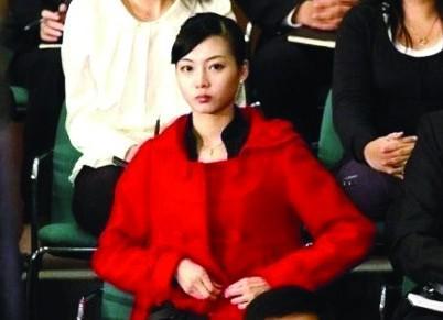 奥巴马一起出现在镜头内的一名中国黑衣美女照片被