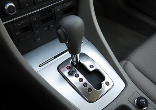 其实,自动挡汽车若操作不当,也会增加自动变速器的故障发生几率,而