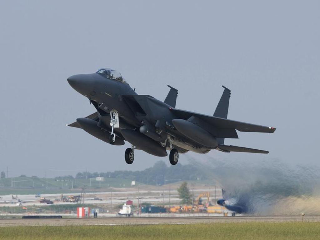 大跹b,:f�Y�ވ��zZ�i���_年代中期,第 21 混合联队(现改编成战术战斗机联队)开始换装 f-15a/b.