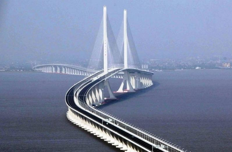 杨浦大桥位于上海市杨浦区宁国路地区.桥址离苏州河5.