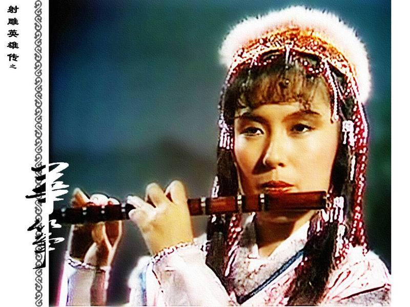 在金庸笔下《射雕英雄传》中出现,译为华筝,是郭靖幼时的玩伴,也是他