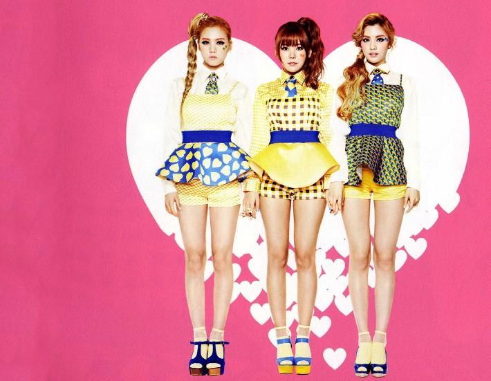 由队长吴艺琳 (raina) 以及成员林珍娜 (nana),朴秀英 (lizzy) 三人