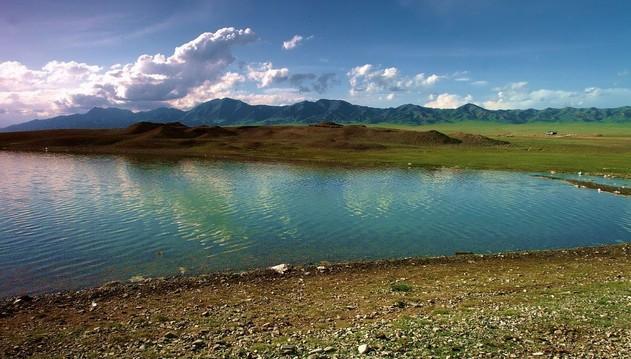 为了保证新疆海拔最高、面积最大的高山冷水湖赛里木湖的永续发展,让赛湖优美的湖光山色得到有序开发,新疆编制了赛里木湖开发详规,并积极将赛湖申报为世界自然遗产地。 赛里木湖据了解,赛里木湖所在的新疆博尔塔拉蒙古自治州安排专项资金260万元,编制了《赛里木湖风景名胜区总体规划》,完成了《赛里木湖国家湿地公园总体规划》《赛里木湖风景名胜区综合服务接待基地、三台古驿风貌景区控制性详细规划》《赛里木湖风景名胜区环湖九点详细规划》等湖区旅游产业开发规划,为赛里木湖景区的分级分区保护、基础设施建设提供了科学依据和法