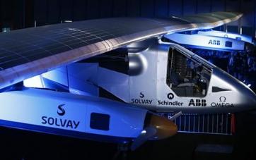 低速遥控太阳能飞机,白天飞行时利用取得的太阳辐射能尽量爬高(或贮能