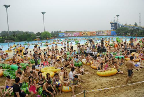 上海热带风暴水上乐园建造了湖泊
