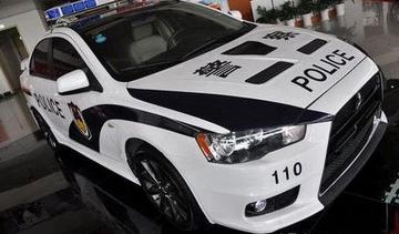警车转为民用机动车的,应当拆除警用标志灯具和警报器,清除车身警用