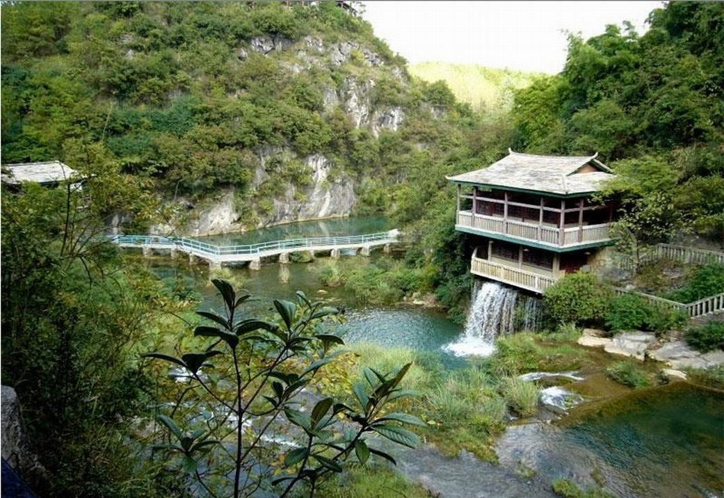 黔灵公园是国家aaaa级旅游区,位于贵阳市中心区西北,公园南接枣山路