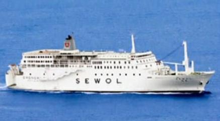 韩国客轮沉船至今,各大韩媒中文版都把船只名称译为「岁月号」,不过