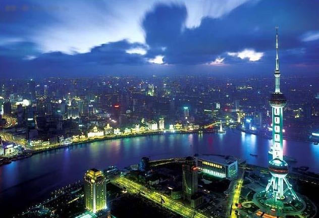 东方明珠的旋转餐厅是亚洲最高的旋转餐厅,白天夜晚风情各异,尤其入图片