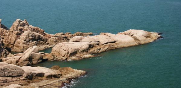 成山头风景区与海驴岛风景区联票,220元;成山头风景区与摩天岭风景区