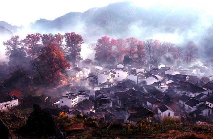 """婺源地处赣东北,与皖南,浙西毗邻,已被国内外誉为""""中国最美丽的农村"""""""