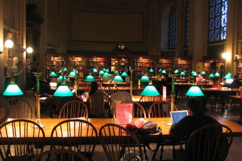 哈佛大学图书馆内图片