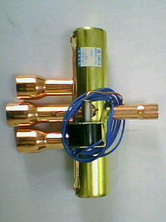 四通阀是制冷设备中不可缺少的部件,其工作原理是,当电磁阀线圈处于图片
