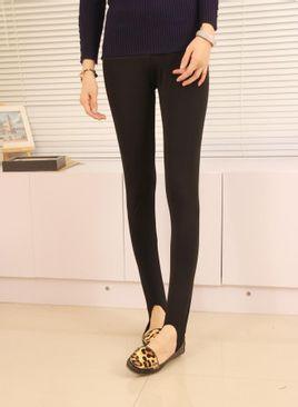 健美裤也叫踏脚裤,流行于20世纪80,90年代的一种服饰,因地域不同,多有