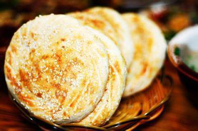 作白饼法:面一石.白米七八升作粥,以白酒六七升酵中.