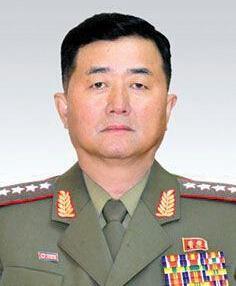 2013年5月13日,张正男接替金格植出任朝鲜人民武力部部长,这是自朝鲜