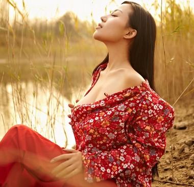 苏梓玲红高粱性感写真图片