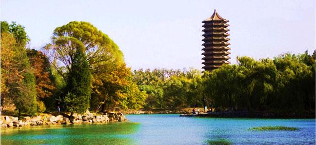 七绝 · 北京大学未名湖畔随想(平水韵·十三元)   文/雨滴 - 芮清心梦 - 芮清心梦