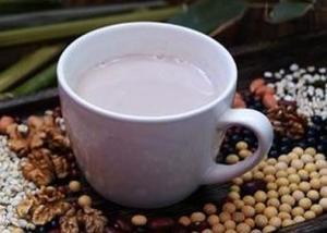 五谷豆浆(Soybean Milk)是把五谷杂粮(豆类、大米、小米、黑米、