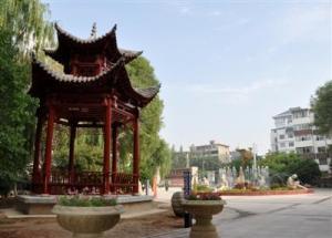 西宁市虎台中学成立于1985年8月,因坐落于南凉时期点将台——虎台图片