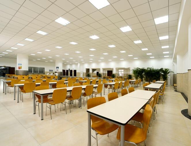 食堂是指设于机关,学校,厂矿等企事业单位,为供应其内部职工,学生等图片