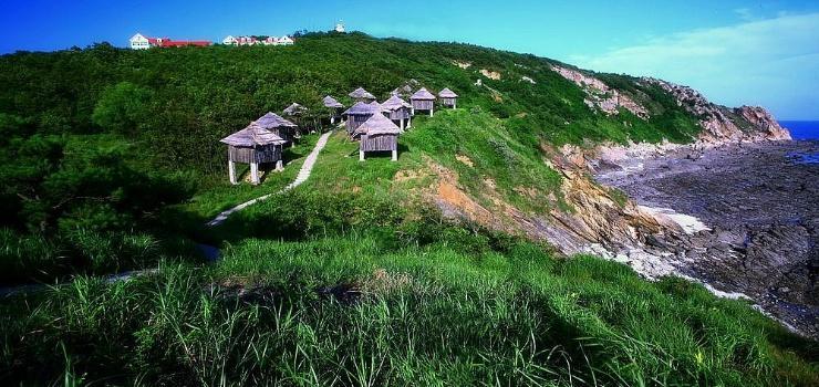 黑岛度假村位于辽东半岛大连与丹东之间的庄河