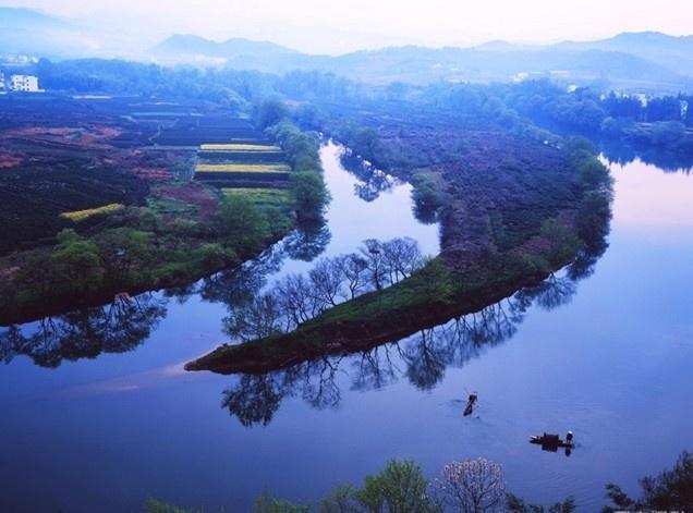 月亮湾风景区位于离泾县县城18公里处的蔡村镇大康村,是国aa级旅游