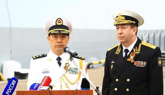 杜景臣(左)与费多坚科夫