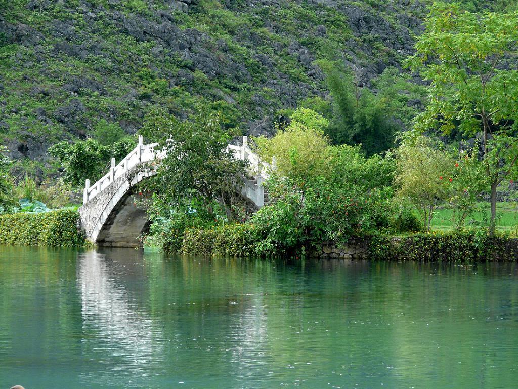 靖西鹅泉-- 又名灵泉,现称鹅泉赂区,位于靖西县城南6公里,风景区分两