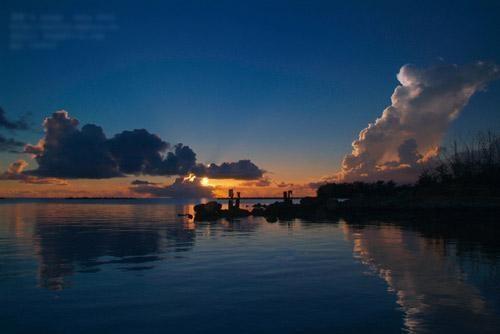 该海沟地处北太平洋西部海床,靠近关岛的马里亚纳群岛的东方,该海沟为
